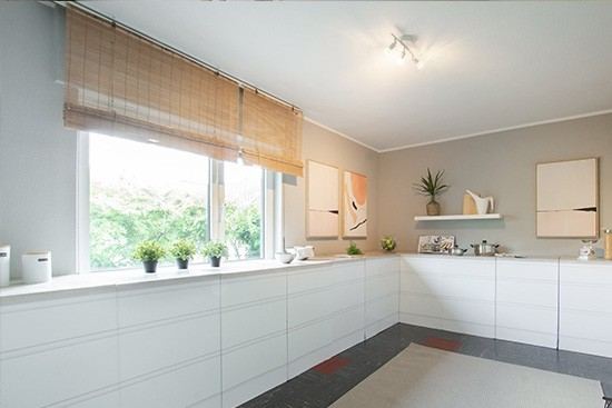 Home Staging DE with CUBIQZ basic cardboard cornerkitchen