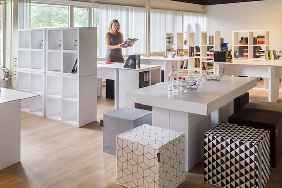 Cubiqz clever cardboard furniture for Office staging