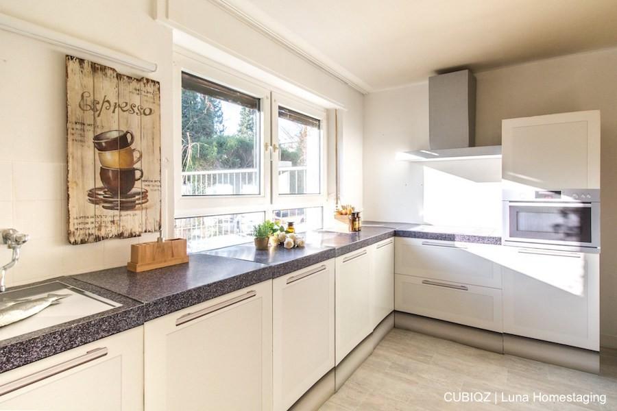Homestaging with cardboard corner kitchen