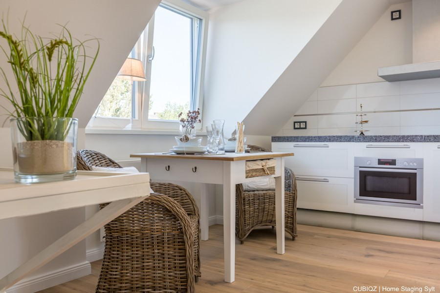 HomeStaging with cardboard kitchen in country style